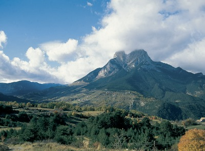 El Pedraforca, in the Cadí-Moixeró Natural Park.    (© Servicios Editoriales Georama)