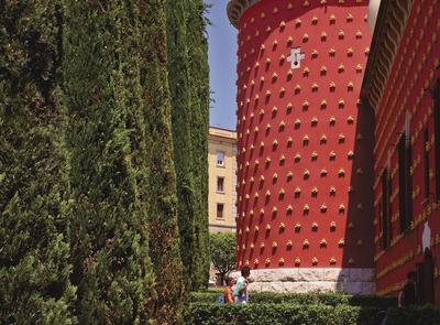 Tower of the Dalí Theatre-Museum. (© Lluís Carro)