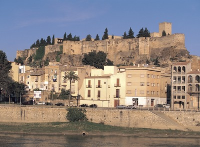 Suda Castle and the Ebro river as it passes through Tortosa. (© Oriol Alamany)