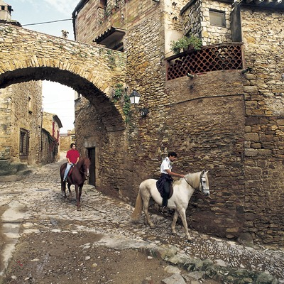 Horse riding in the old town  (© Turismo Verde S.L.)