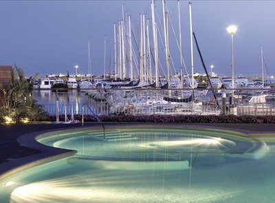 Boat in the Yacht Club marina    (© Miguel Angel Alvarez)