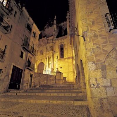 Night view of a street in the historic centre  (© Kim Castells)