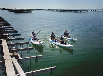 Kayak at the nautical sports resort of Sant Carles de la Ràpita. (© Santi Martorell)