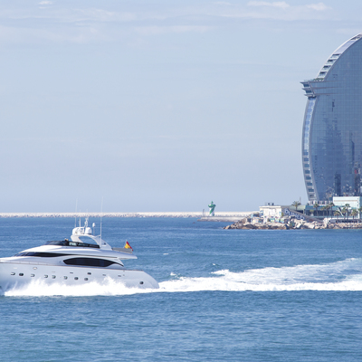 Boat sailing in front of the coast of Barcelona (© Charter&Dreams)