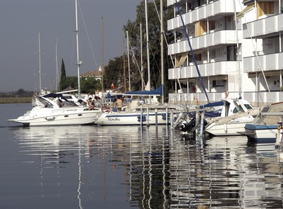 Boats moored in the Canals de Santa Margarida marina    (© Marc Ripol)