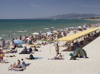 Local beach    (© Nano Cañas)