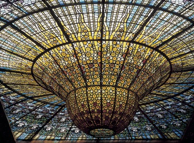 Detail of the stained glass roof, work by Rigalt i Granell, in the Palau de la Música Catalana (Catalan Palace of Music) by Domènech i Montaner.    (© Imagen M.A.S.)