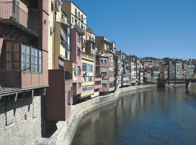 Houses next to the Onyar river    (© Servicios Editoriales Georama)
