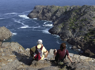Hikers in the Cap de Creus Natural Park.  (© José Luis Rodríguez)