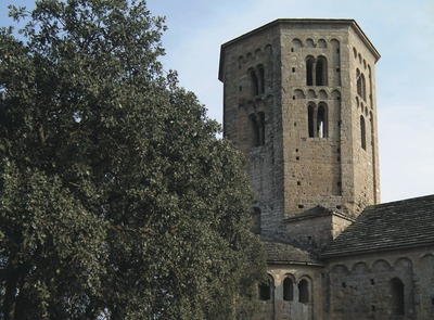 Bell tower of the Canónica de Sant Pere de Ponts    (© Servicios Editoriales Georama)